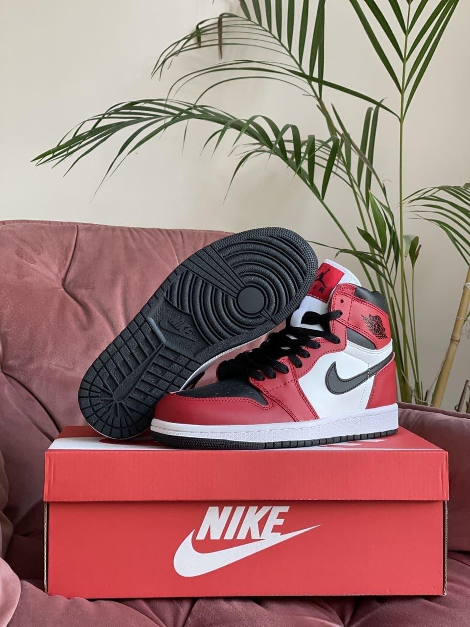 Кросівки Nk Jordan 1 білі з червоним \ чорні