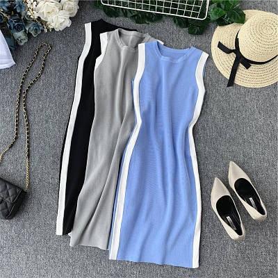 Облегающее летнее платье с лампасами