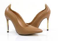 Туфли на шпильке бежевого цвета