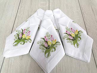 Набір вишитих лляних серветок з тюльпанами  білі