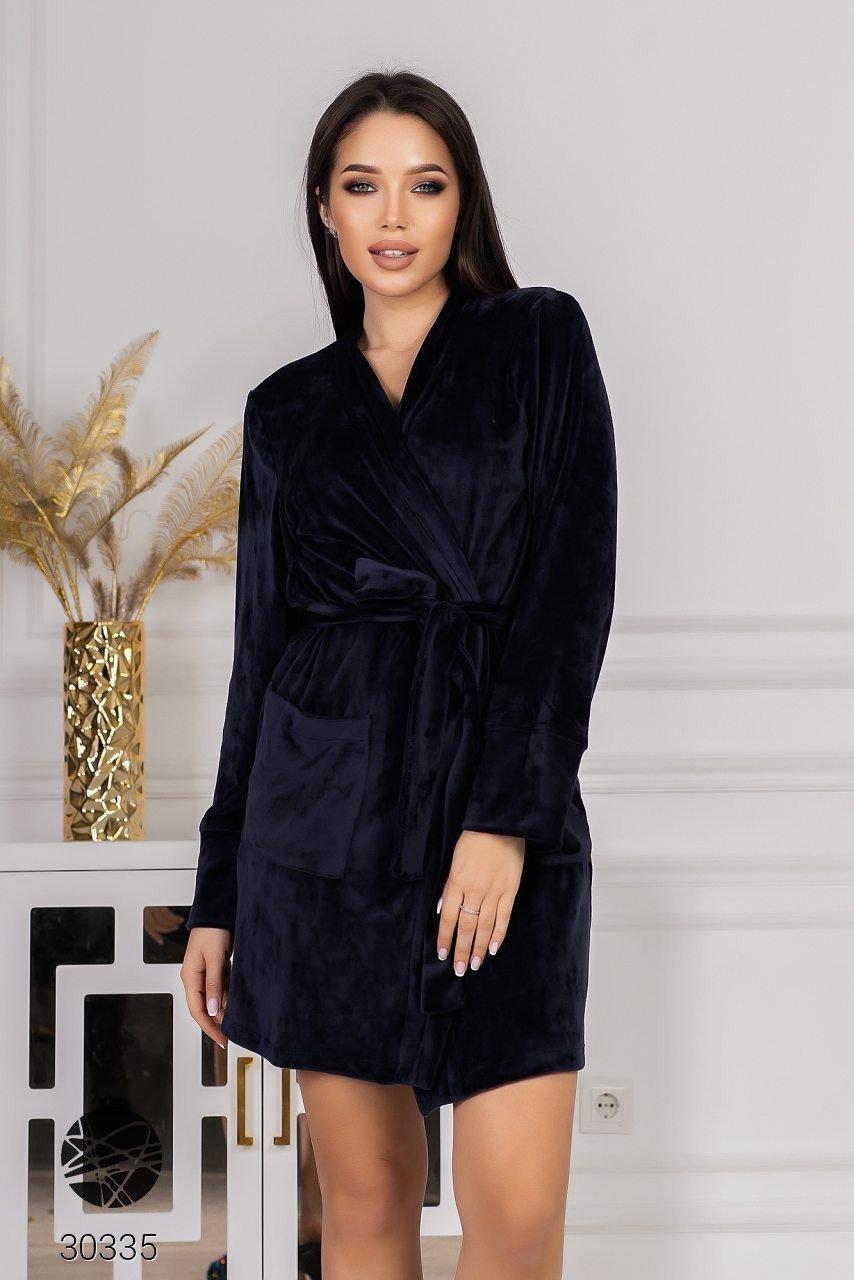 Короткий велюровый халат темно-синий. Модель 30335. Размеры 42-52