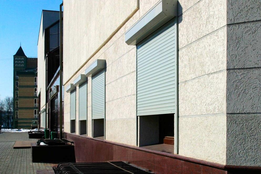 Роллетные гаражные ворота Алютех серии Prestigе 3500х2000 механические со встроенным монтажом