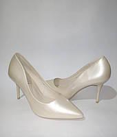 Женские туфли лаковые, в бежевом цвете на шпильке удобная стильная обувь 37
