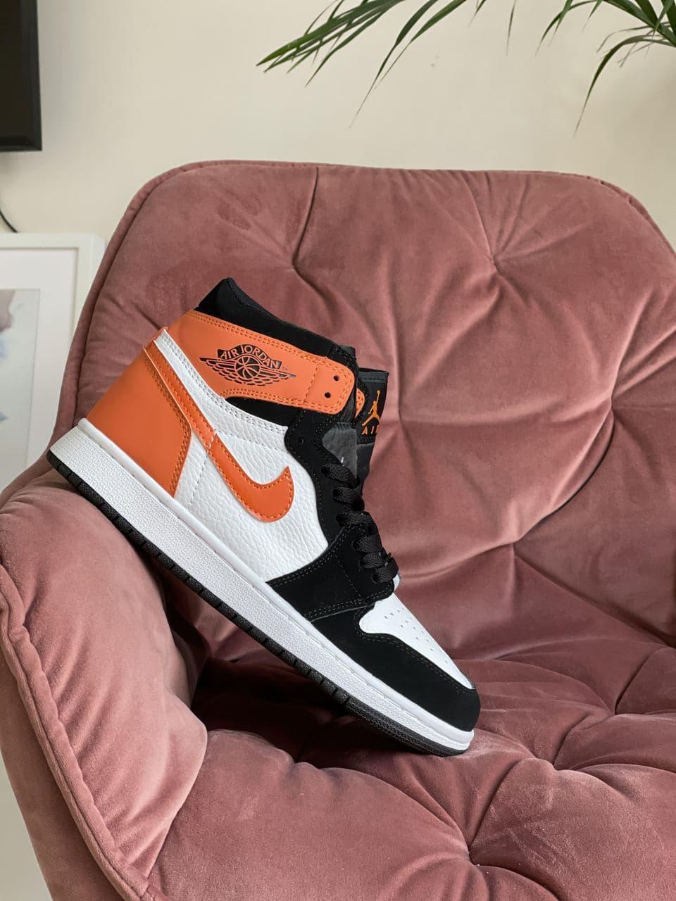 Кроссовки Nk Jordan 1 черные с оранжевым