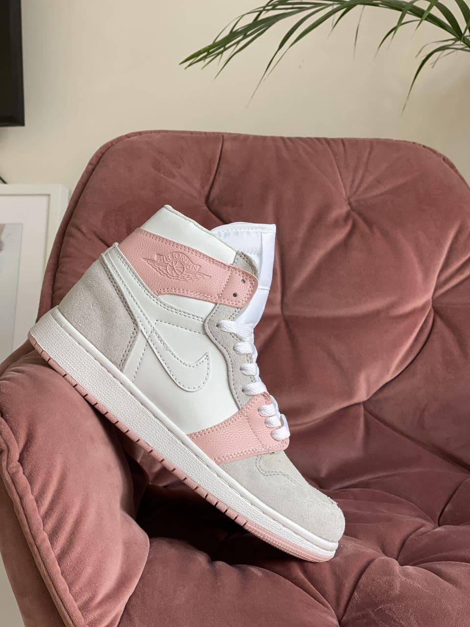 Кроссовки Nk Jordan 1 серые с белым \ розовые