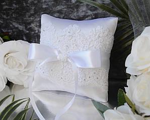 Свадебная подушечка для обручальных колец в белом цвете с кружевом