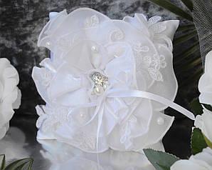 Свадебная подушечка для обручальных колец в белом цвете