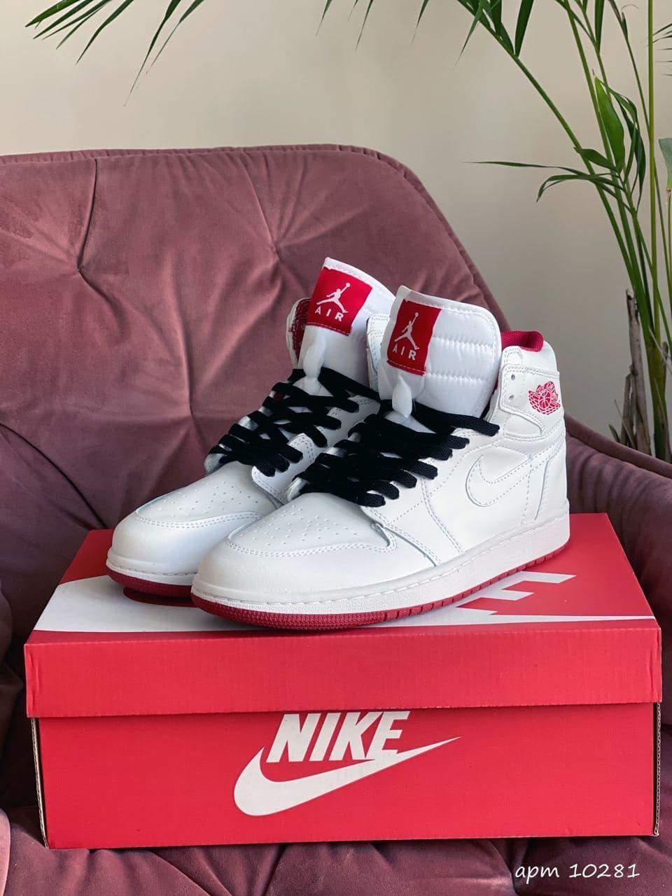 Кроссовки Nk Jordan 1  белые