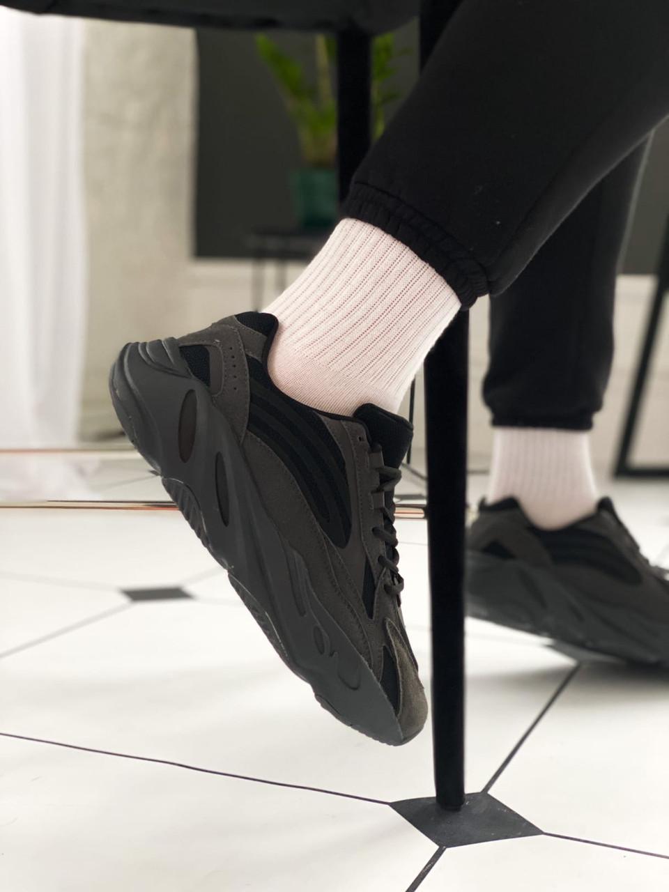 Женские черные Кроссовки Adidas Yeezy Boost 700