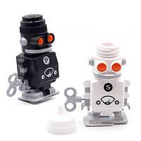 """Набір солонка+ перечниця """"Robot Schüttler"""" з заводним механізмом пересування"""