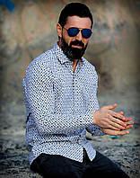 Белая рубашка с потайными пуговицами в модный принт L