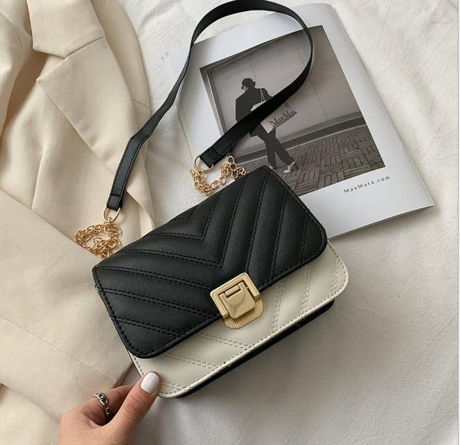 Стьобаний Fashion сумка клатч на красивому ремінці
