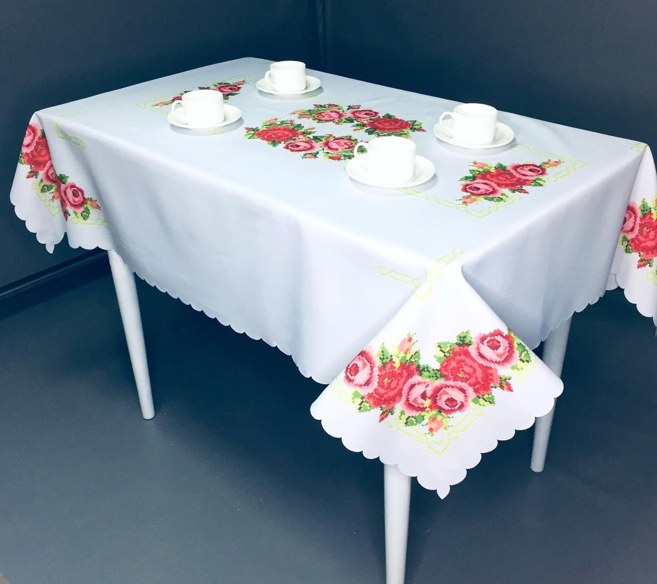 Белая скатерть с розами