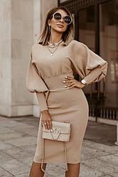 Женское платье с пышным рукавом.