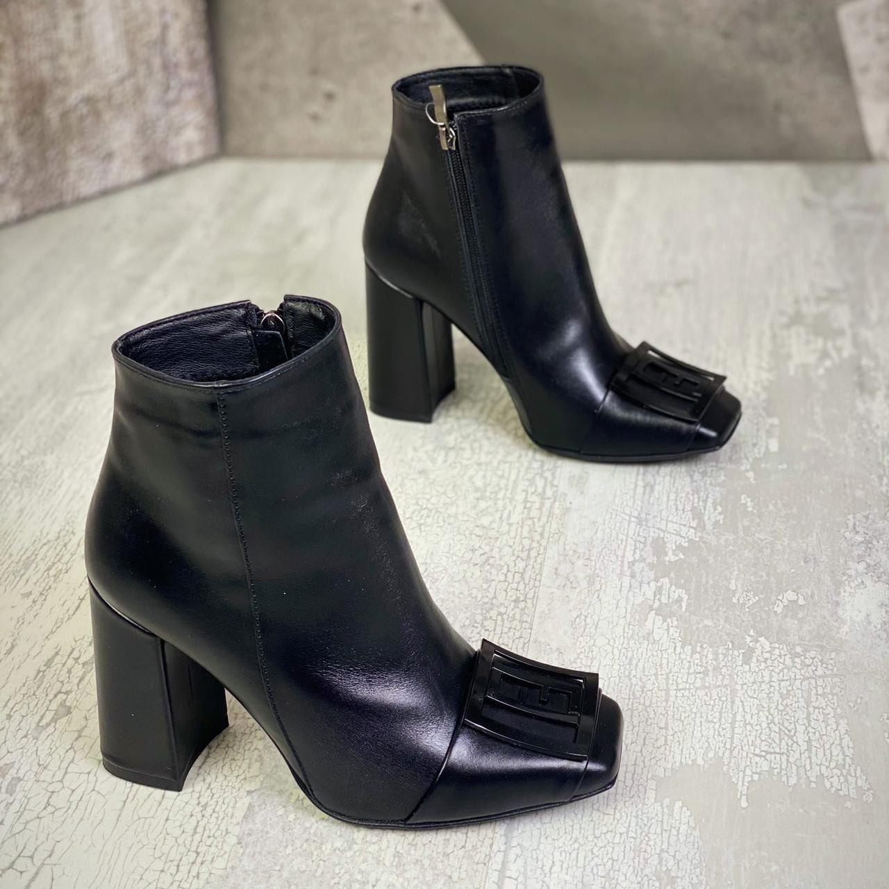 Жіночі демісезонні черевики з пряжкою на підборах 36-40 р чорний