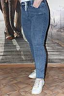 Модные джинсы на резинке батальные