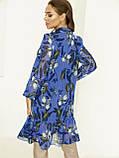 Блакитне плаття з шифону в квітковий принт з воланом по низу, фото 3