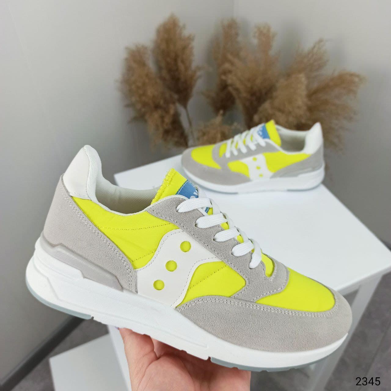 Жіночі кросівки M_Q