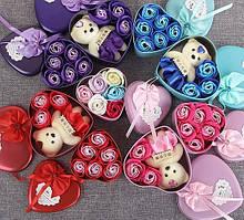 Коробка в форме сердца с розами из мыла и мишкой. Мыльные цветы