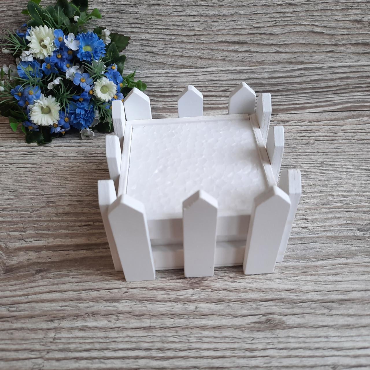 Декоративний парканчик квадратний.