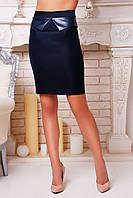 Темно-синяя классическая юбка с кожаной отделкой на талии