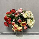 Штучні квіти Букет ранункулюса з ягодою 30 см. штучна камелія персиковий, фото 3