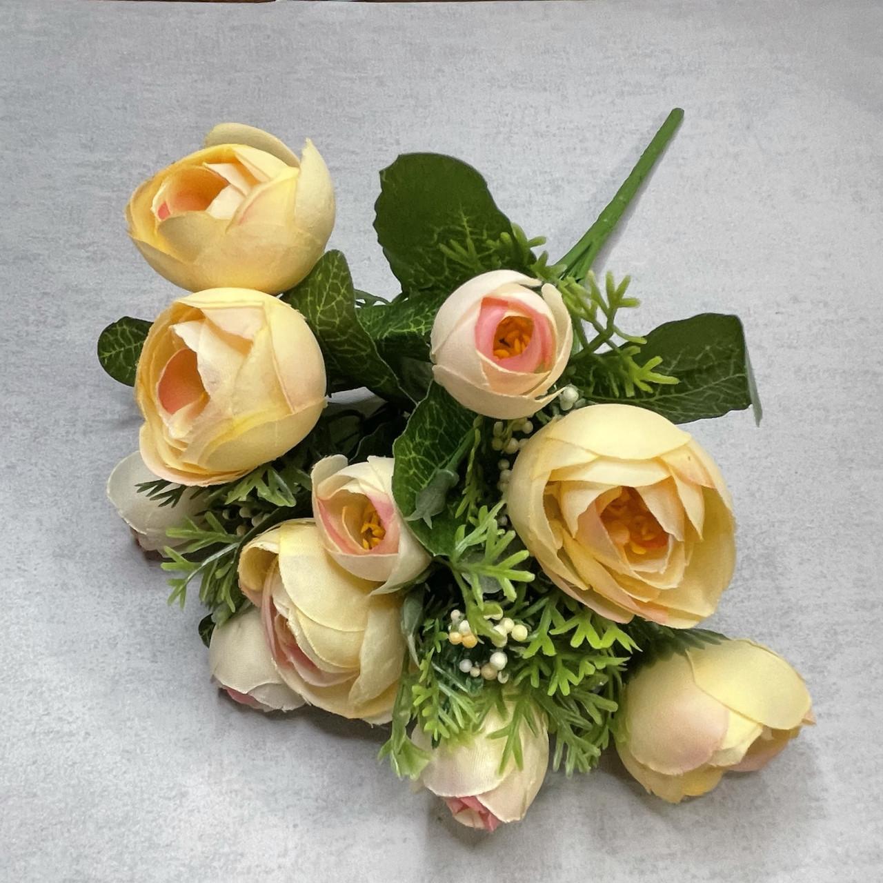 Штучні квіти Букет ранункулюса з ягодою 30 см. штучна камелія персиковий