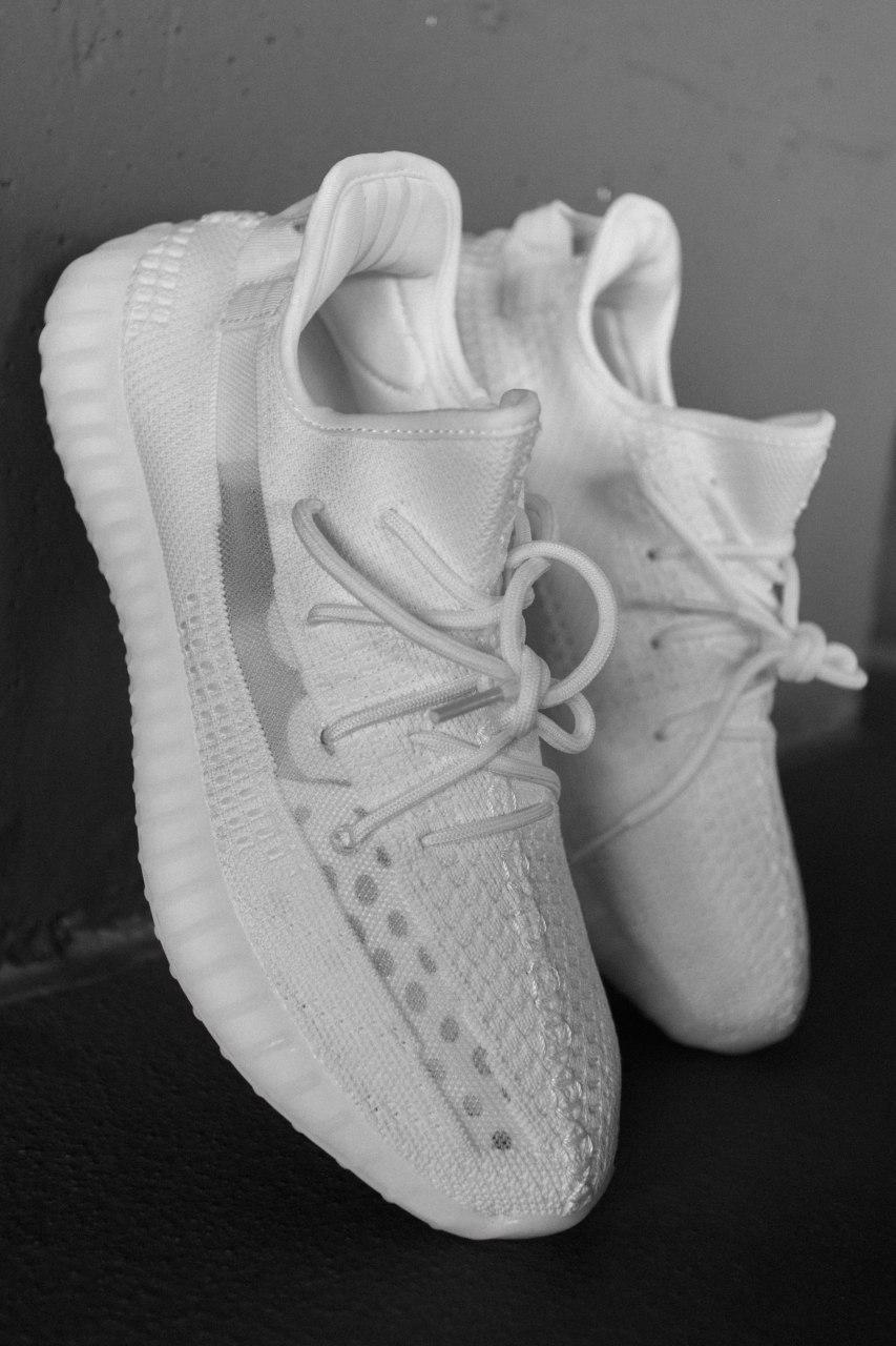Жіночі білі Кросівки Adidas Yeezy Boost 350