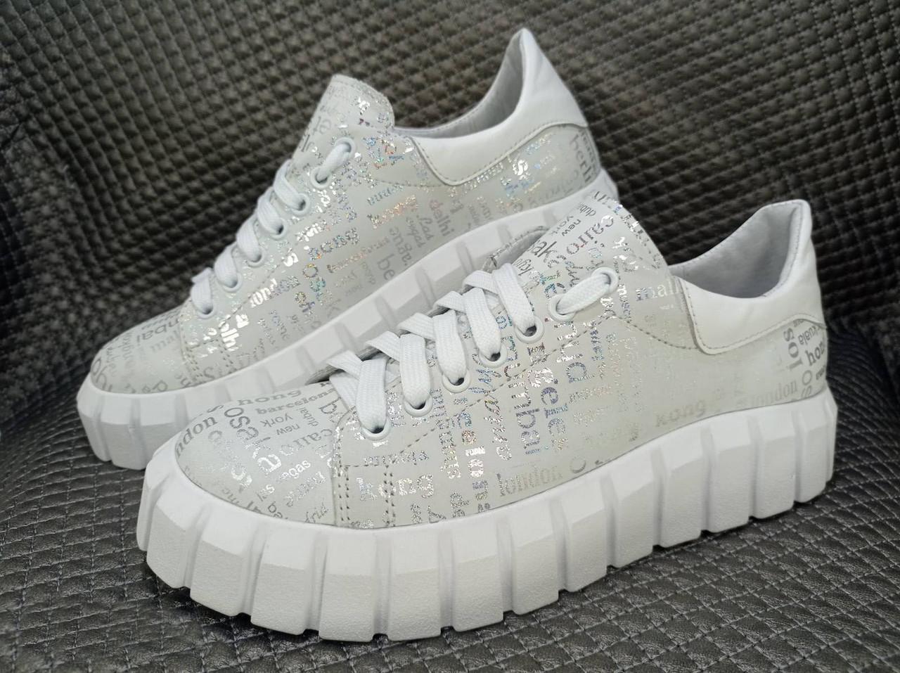 Жіночі шкіряні білі кросівки
