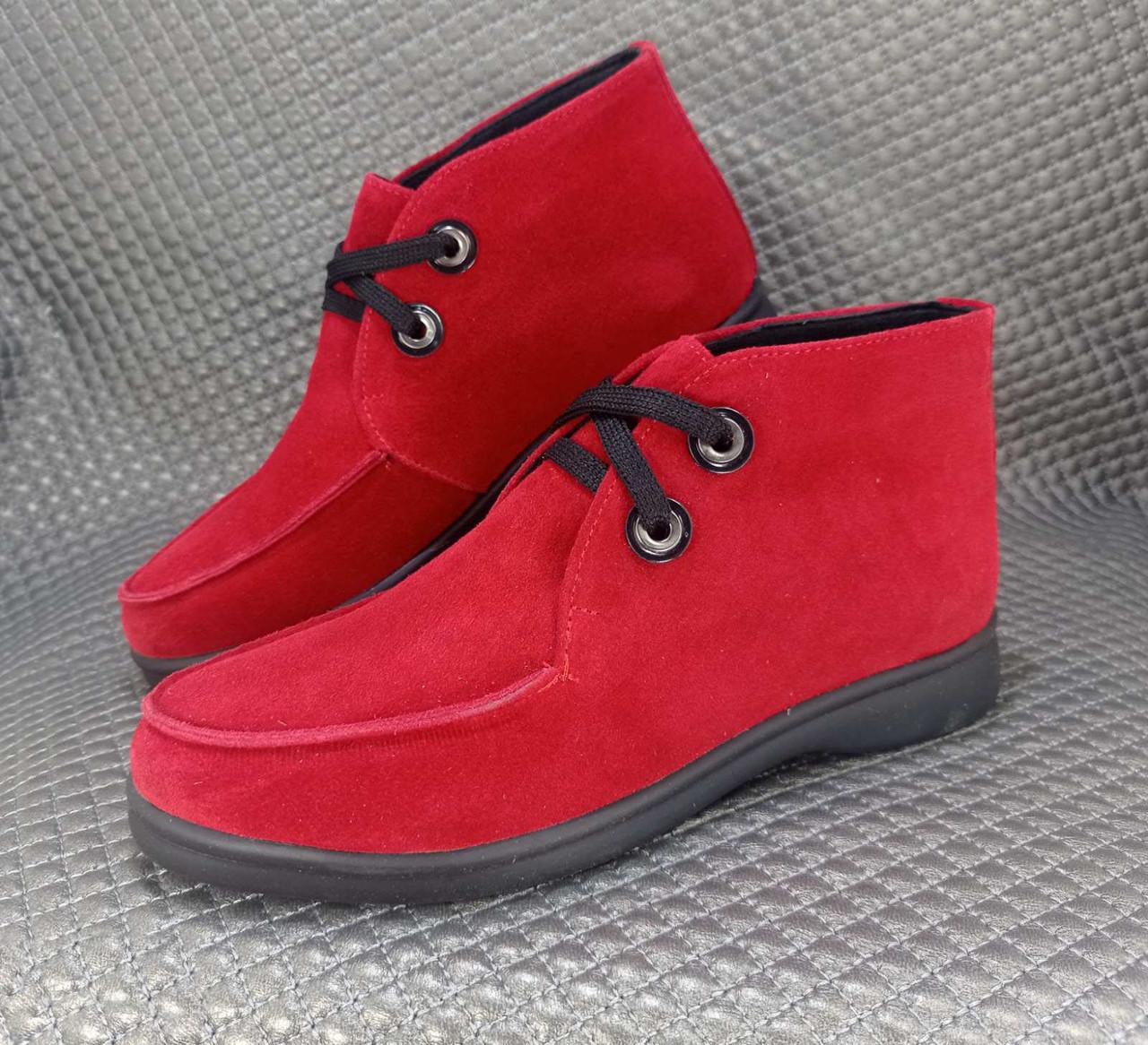 Жіночі замшеві червоні короткі лофери