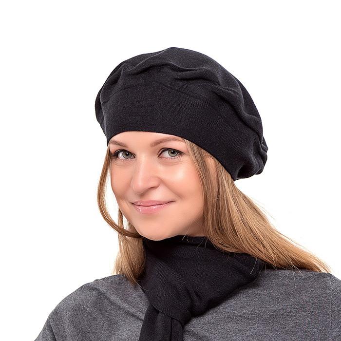Чорний осінньо-зимовий жіночий бере двошарової в'язки