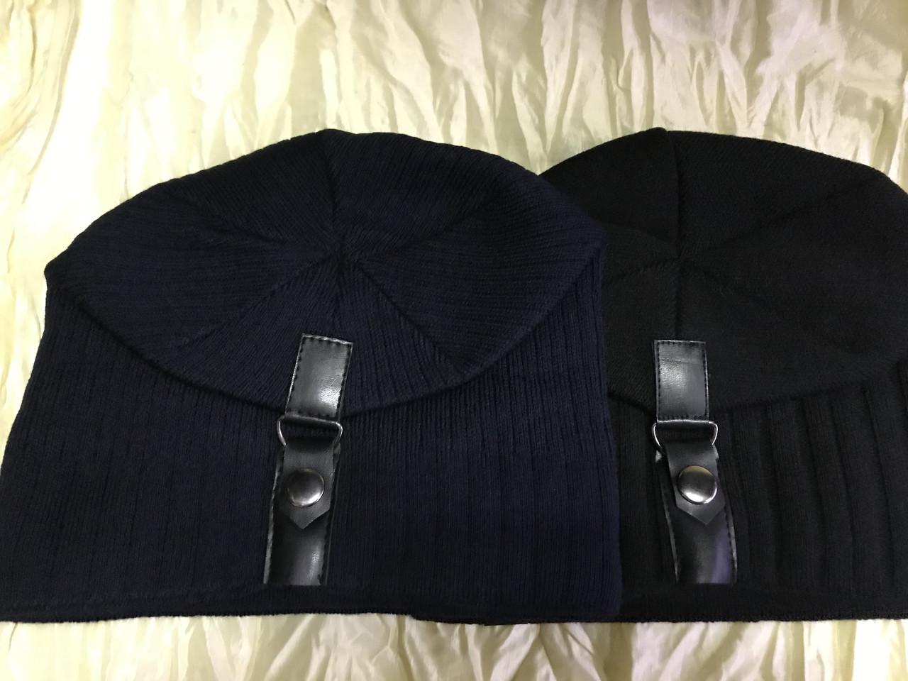 Чорна і синя чоловіча шапка щільної в'язки на флісі з хлястиком