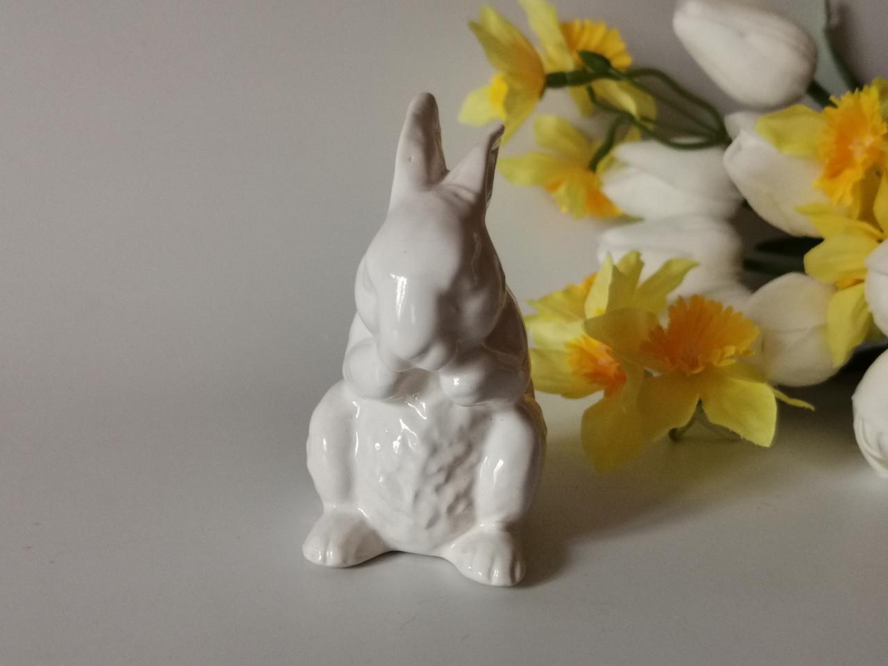 Пасхальный декор. Керамическая статуэтка Кролик пасхальный.