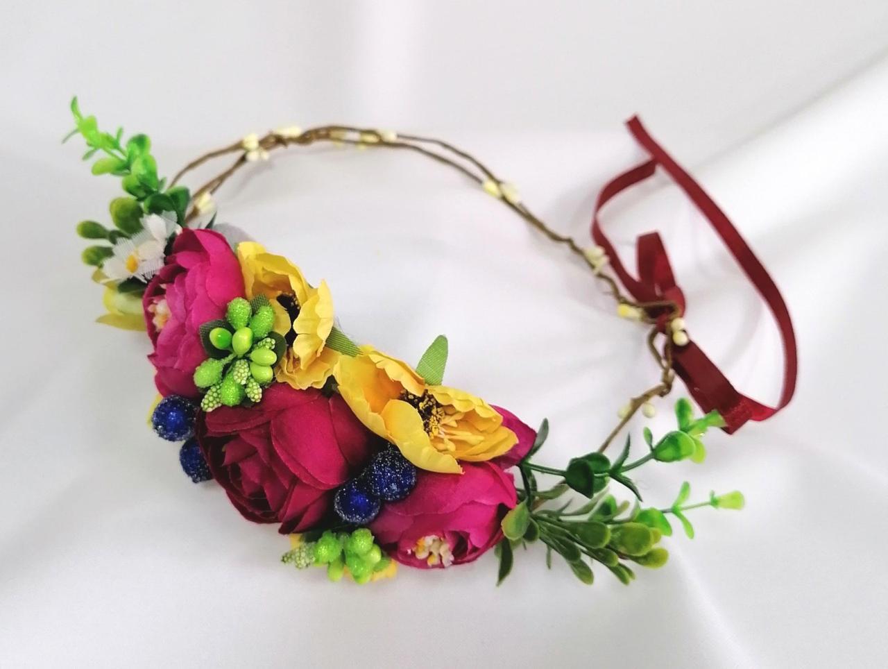 Віночок на лозі з квітами кольору фуксії