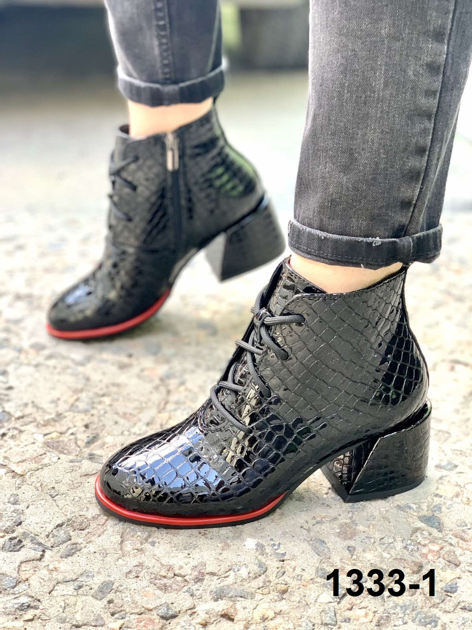Ботильоны женские кожаные черные на каблуке шнуровке