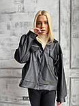 Демисезонная куртка кожанка короткая с отложным воротником и накладными карманами (р. 42-46) 7201594, фото 4