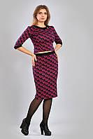 Стильный женский комплект ― из прямой облегающей юбки и укороченного топа с принтом.