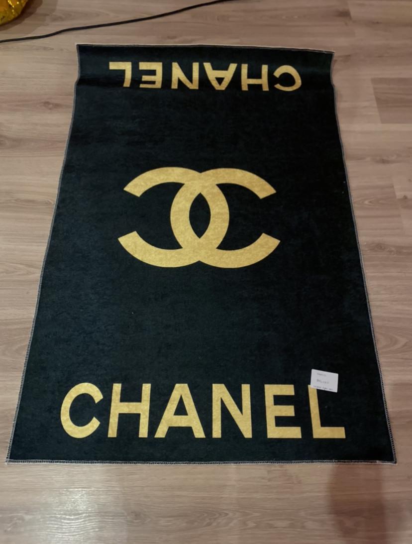 Килим середнього ворсу у вітальню малюнок Chanel (копія)