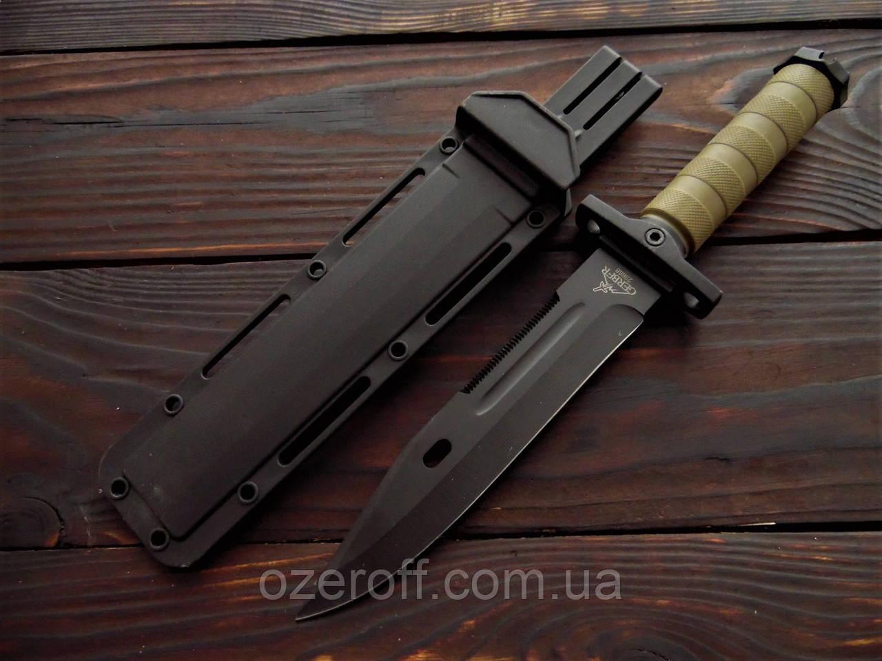 Охотничий нож с пластиковыми ножнами 35 см. Нож для охоты с серрейтором