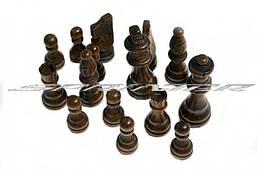 Фигуры шахматные деревянные, лакированные, малые.