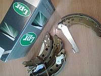 Барабанные тормозные колодки задние VW Golf I-III, Jetta I-II, Passat ( -88), Polo (-01)