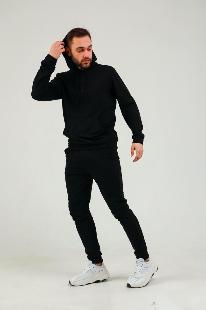 Чоловічий чорний трикотажний спортивний костюм з капюшоном