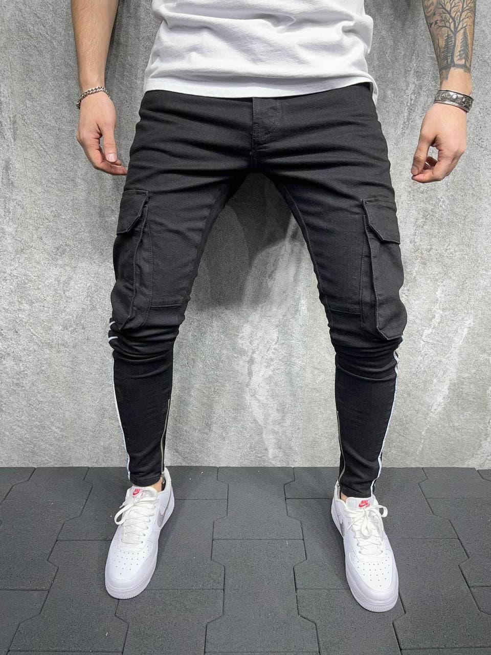 Чоловічі завужені джинси-карго чорні, з накладними кишенями