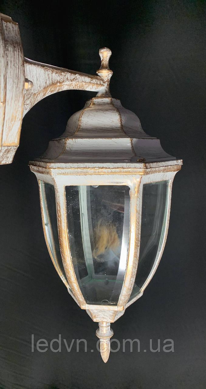 Вуличне бра - настінний ліхтар білий
