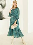 Шифоновое платье-миди с принтом и воланом по низу зелёное, фото 5