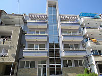 21 700 eur - большая студия 57м2 в жилом доме без годового содержания в 70 м. от пляжа