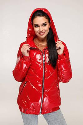 Червона лакова демісезонна куртка