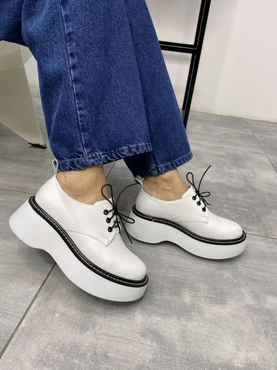 Жіночі білі туфлі дербі в стилі Dr. Martens, виконані з натуральної шкіри