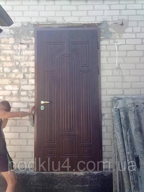 Двери входные для улицы