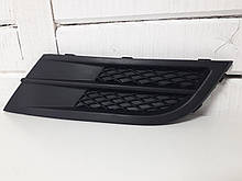 Решетка в бампер передний правая (без отв. под птф) VW Jetta 2014-2018